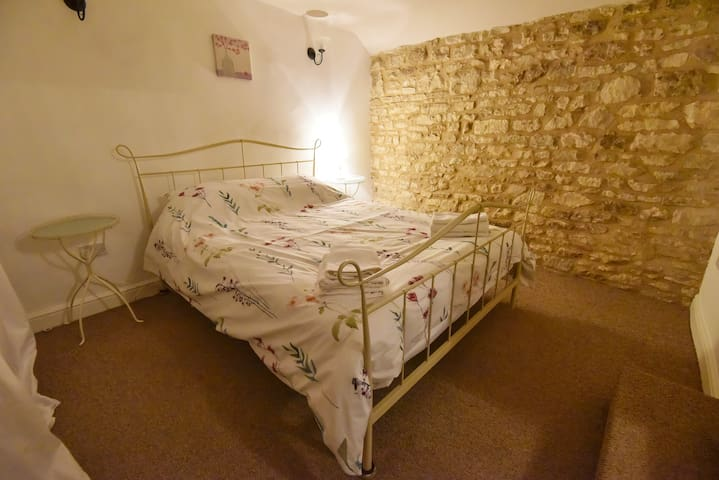 Cotswold stone features