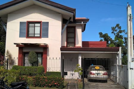Doll House-3 beds/3 toilets - City of Balanga - Casa