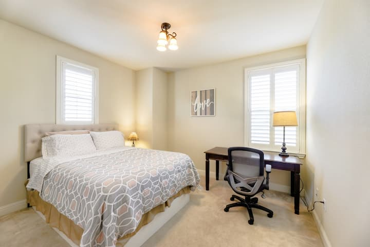 NEW house★Luxury Private Room★Queen Bed in Dublin