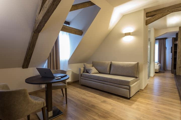 Moderne Suite mit Stadtblick