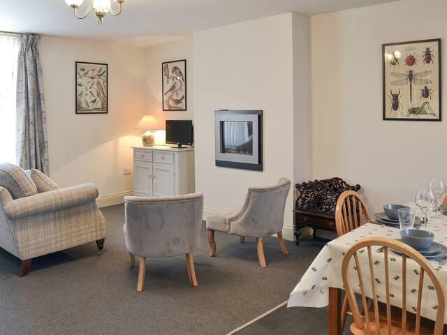 Giles Place (UK10018)
