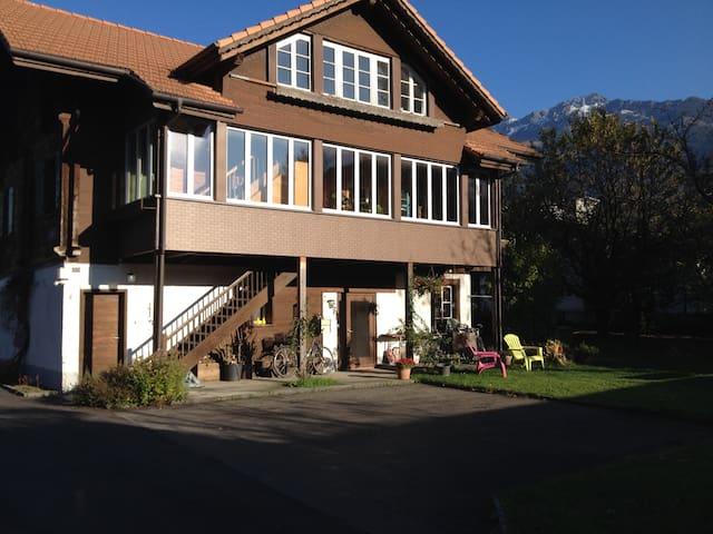 Chalet Waldegg central with garden - Interlaken - Apartament