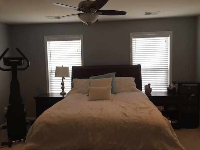 Master bedroom with private bath - Aldie