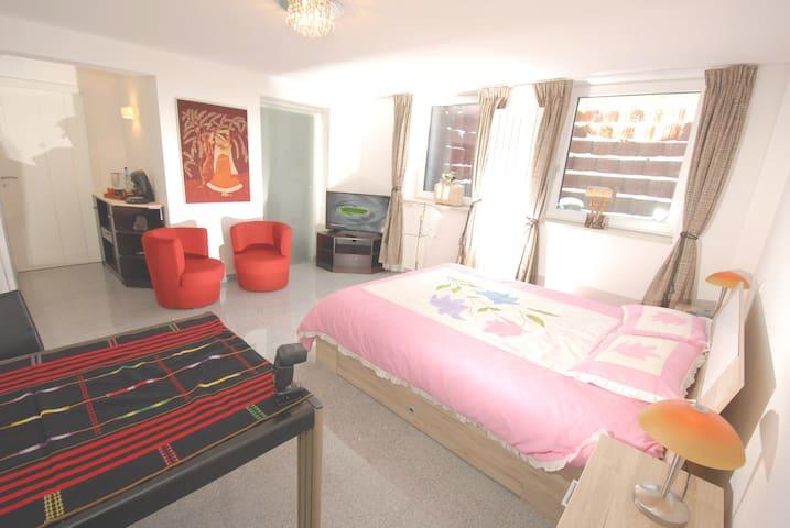 Apartment room, private bath, Munich center 24min - Pullach im Isartal - Casa