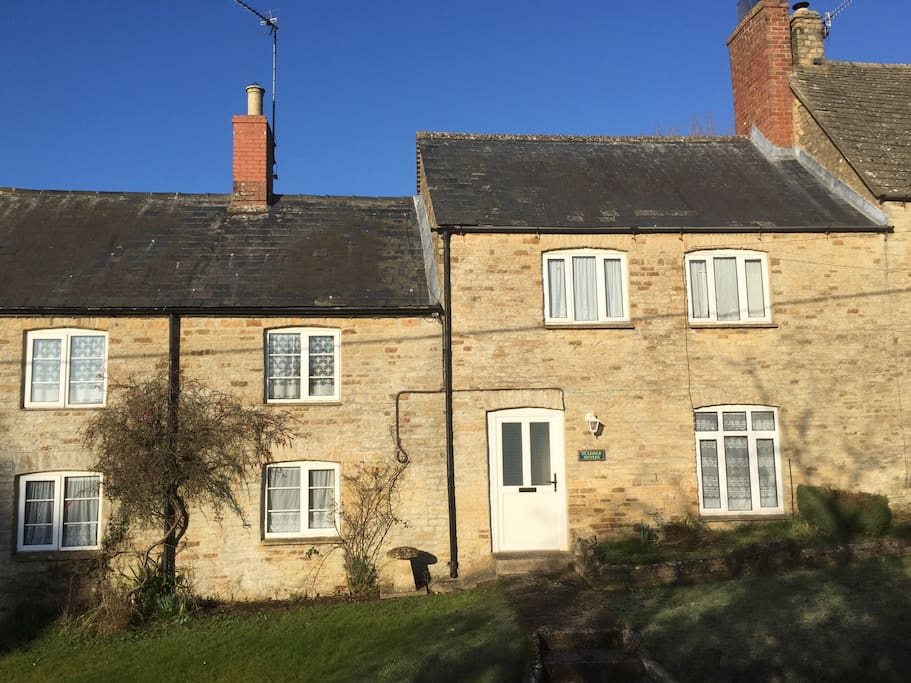 Staddle stones cottage houses for rent in chipping for Kitchens chipping norton
