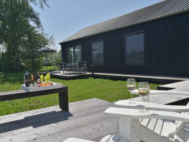 Stoer en luxe met 2 badk. en sauna, nabij Zwolle.