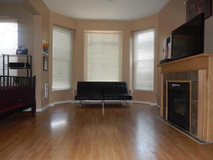 Convenient Quiet Oasis near Downtown and Beach