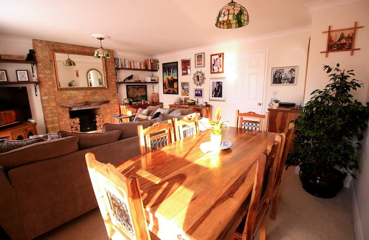 Quirky, spacious Grade II listed flat with parking