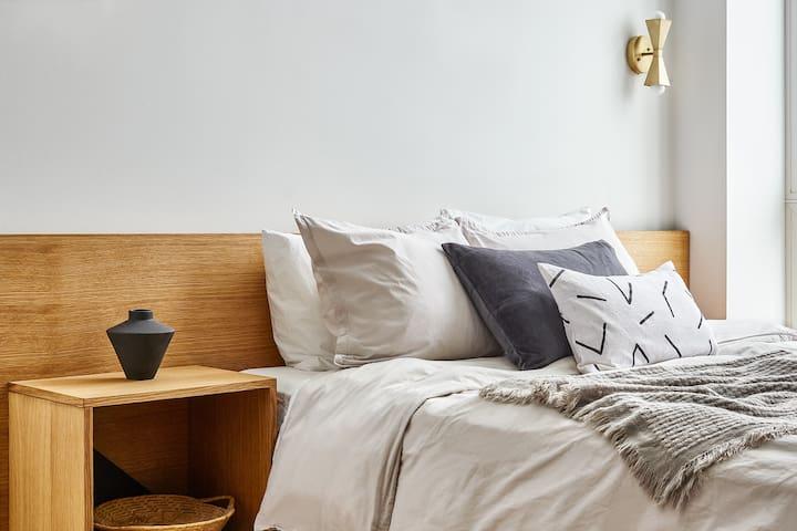 Your Jawn - Queen Bed Studio, Full Kitchen