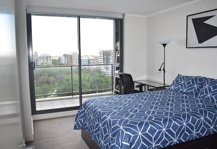 Private room+bathroom in the heart of Wolli Creek