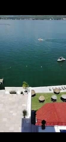 Increíble depto con terraza al lago