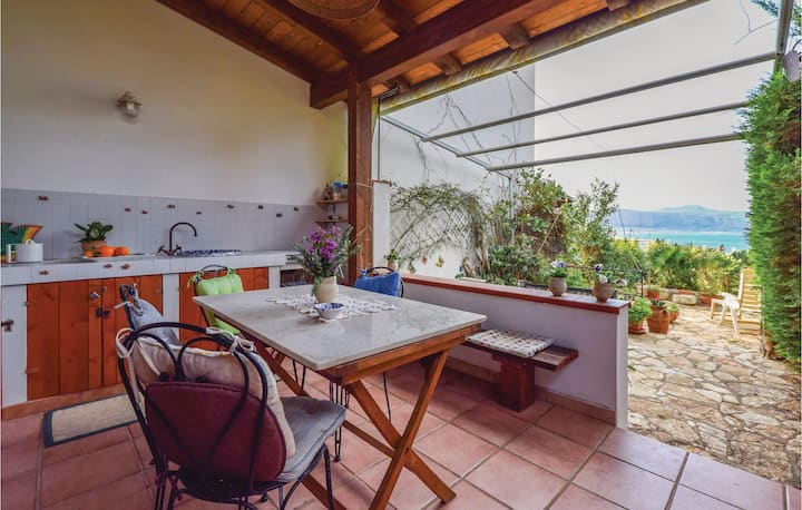 Stunning home in Macari (TP) with WiFi and 1 Bedrooms