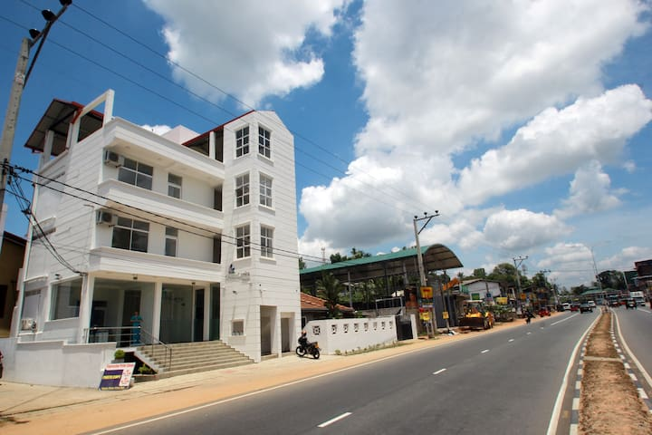 Classic Bed Hostels of Classic  Lanka Travels - Gampaha - Hostel