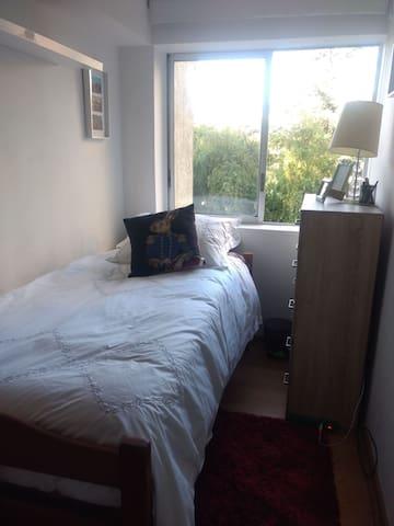 Dormitorio 1 persona Depto. Compartido La Reina