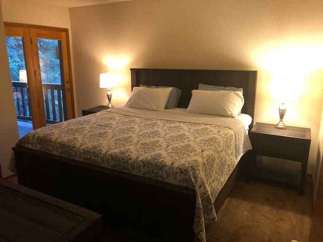 Master Bedroom with King Size bed and doors to balcony, super comfortable mattress.