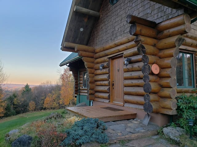 Gorgeous Log Home Available for Monthly Rental
