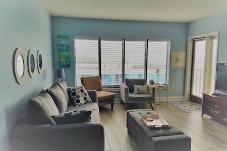 Ocean Joy condo on the Beach!