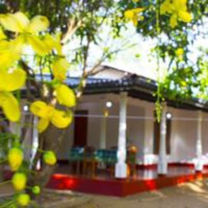 WHITE HOUSE HOME STAY - SIGIRIYA