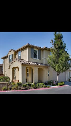 BAY AREA LIVING AREA SINGLE FAMILY 2 FLOOR HOUSE