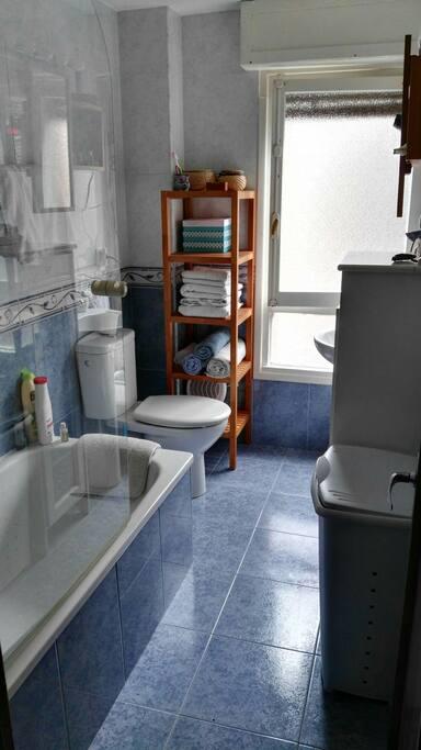Habitaci n confortable c ntrica apartamentos en for Pisos compartidos gijon