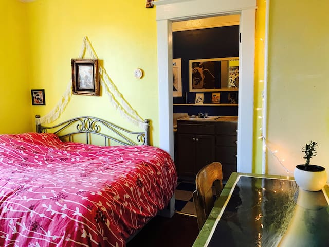 Cozy, Centrally-Located Room with Private Bath