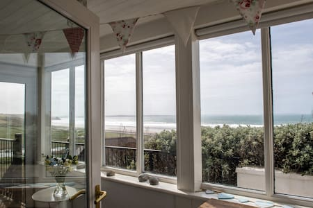 Family Beach House - 400m from Newgale Beach.
