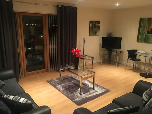 Plush Apartment 2 bed for Business and Pleasure - Wakefield