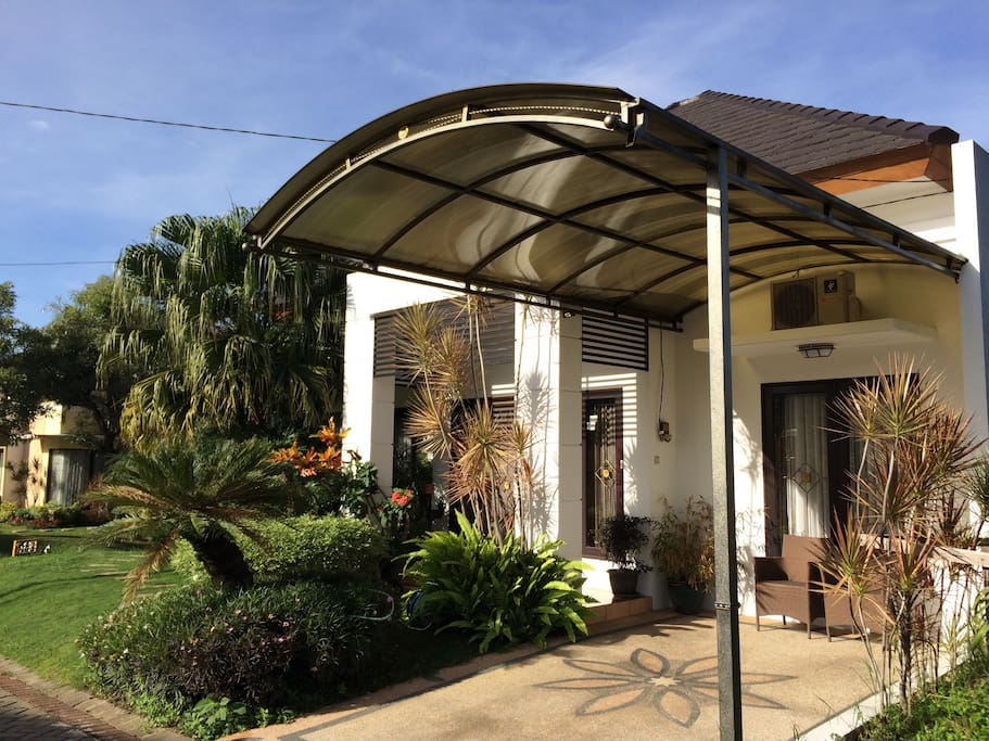 The Front House free Parking with Canopy