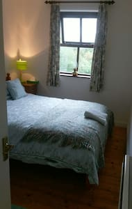 Cosy double bed in the heart of Westport. - Haus