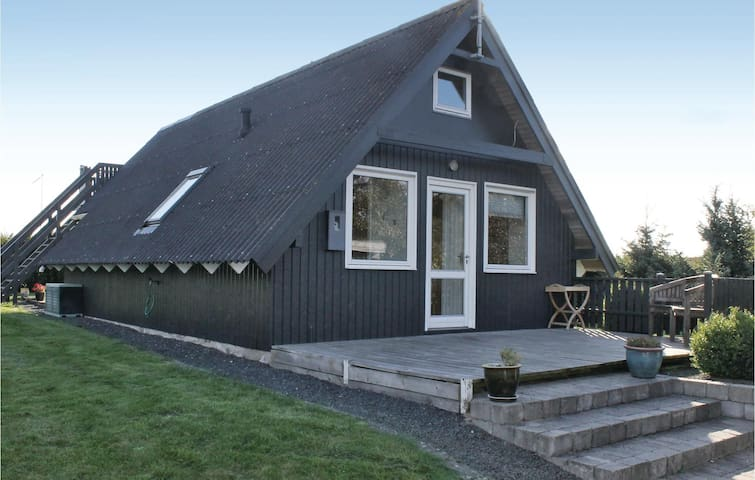 Holiday cottage with 2 bedrooms on 62 m² in Rønde