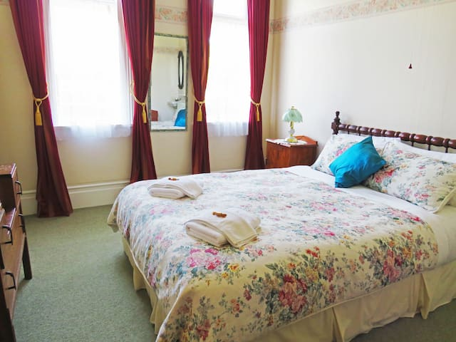 Braemar House Deluxe Double (Bed & Breakfast)