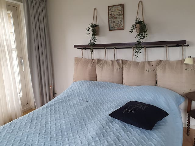 Room with balcony and aircon close the city centre