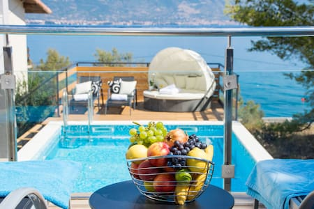Spectacular villa with a pool,a steps to the sea! - Slatine