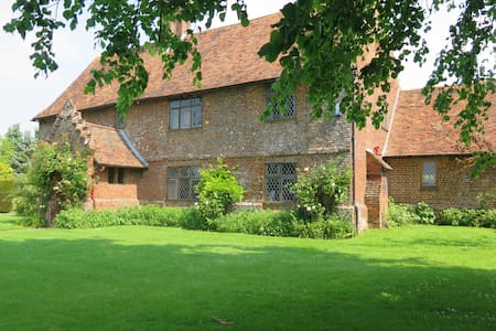 Large Double Room in Stunning Tudor House c1540 - Tenterden - Dom