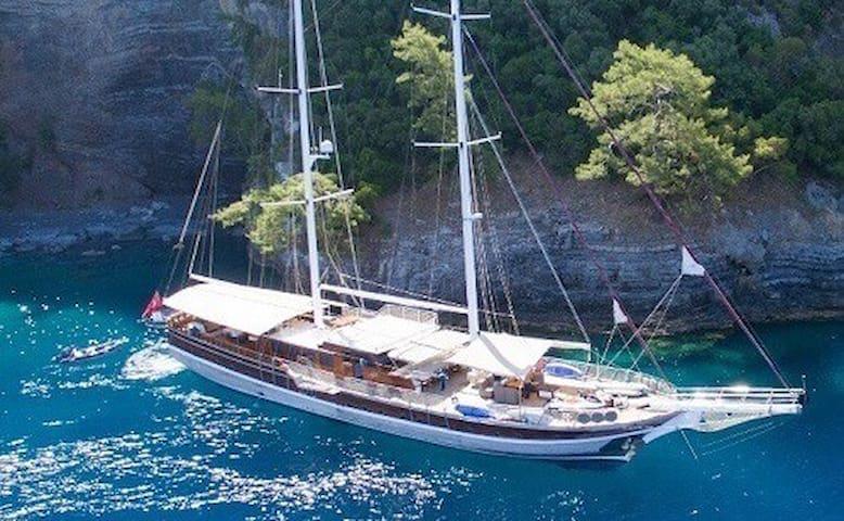 Romantic Sailing on a Turkish Gulet