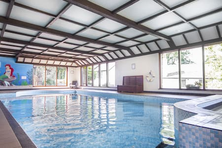 Spacious cottage, indoor pool, sauna