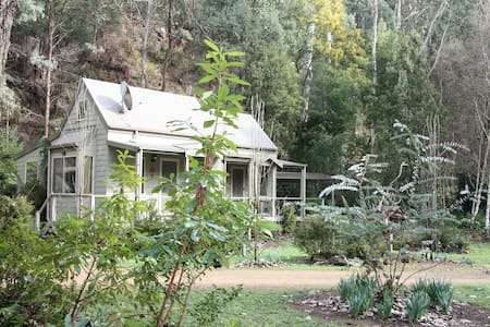Shady Brook Alpine Cottages and garden no 3