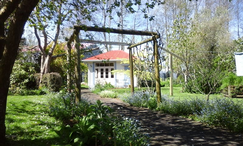 Self-contained historical garden retreat - Kaponga - Huis