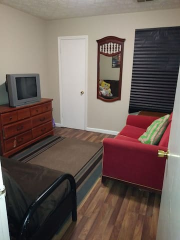 Room (R1) in Cozy Ranch Style 3bed/2bath - Jonesboro - Casa