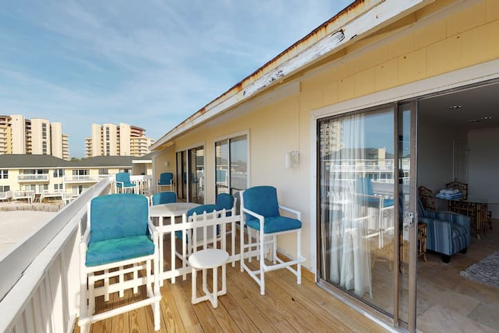 Beachfront condo with shared pool, hot tub, & fitness center + beach access!