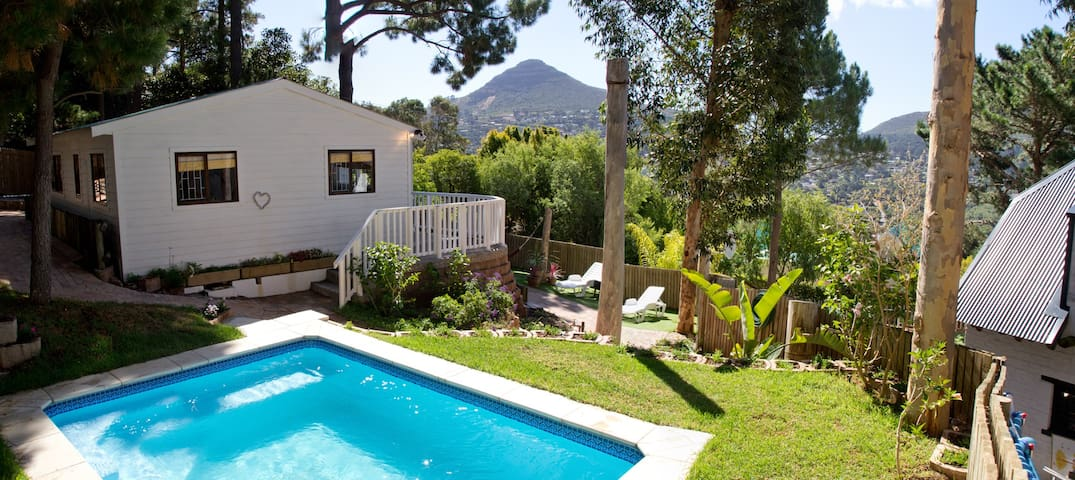 Forest cottage charming family friendly cottage in for Piani del cottage del capo del capo