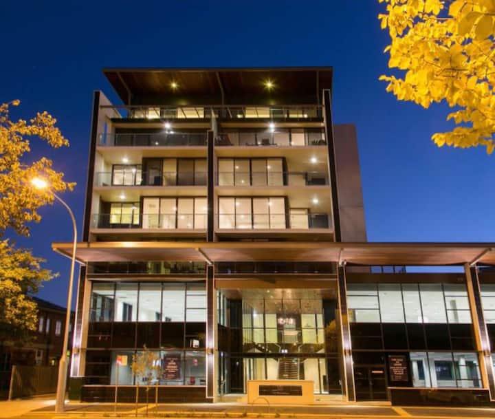 201- Lux super-central 2 BR apartment on Dean st