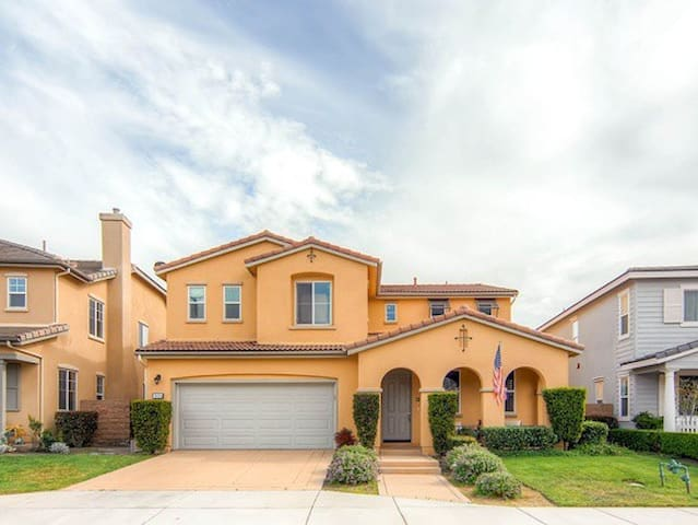 Upscale Fallbrook Neighborhood - Fallbrook - Ev