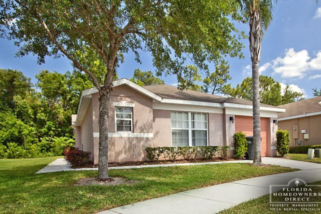 This fully air-conditioned, professionally decorated Orlando vacation pool home away from home is just minutes away from the most popular destinations