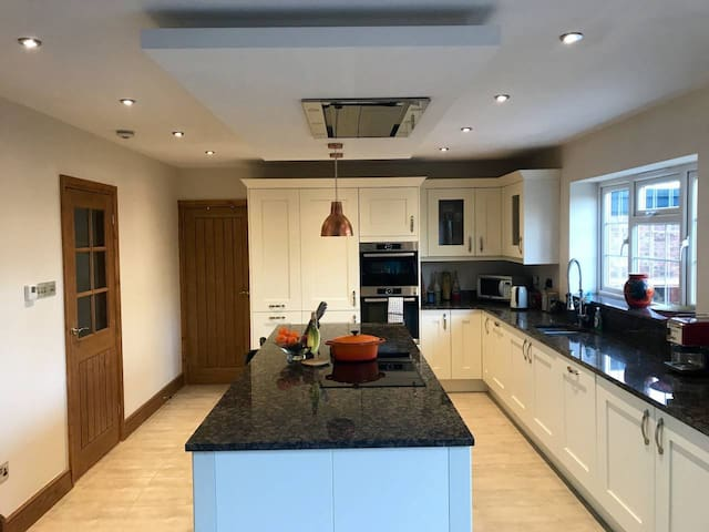 Small double, clean room Potters Bar