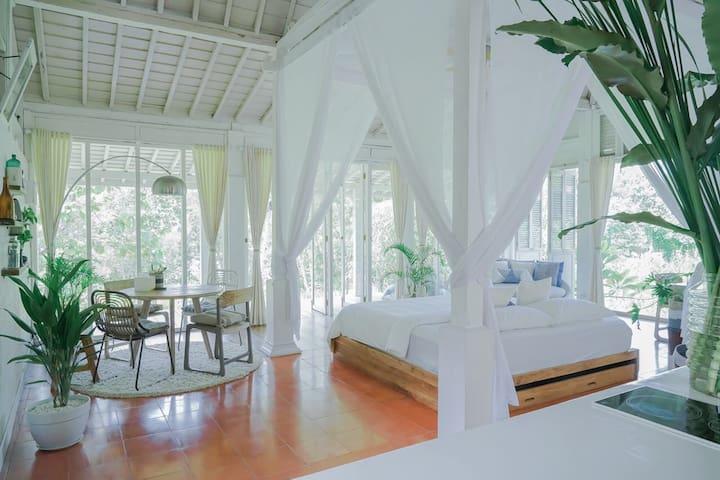 KVLATRESNA - modern Javanese villa