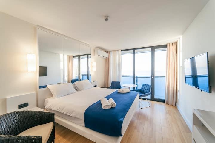 Cozy studio with panoramic sea views