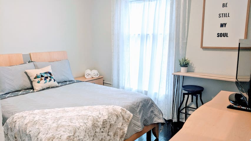 Fully furnished private room close to Down town!