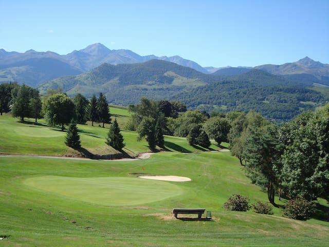 Logement tout confort sur le golf de Bigorre