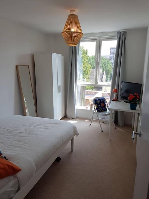 Amazing double bedroom close to Chiswick